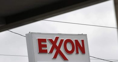 Exxon pitches investors on dividend growth, debt reduction